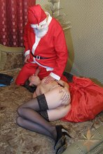 Santa cums to town to face-fuck a very naughty amateur